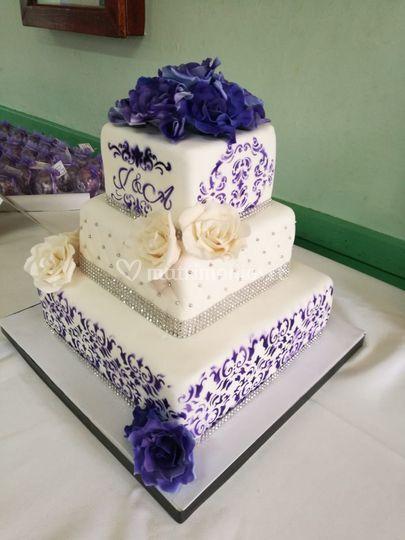 Torta cuadrada en lila
