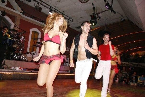 Baile entretenido Iván Sateles