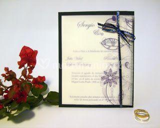 Invitación con diseño de flores