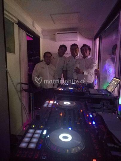 Amplificación, iluminación, DJ
