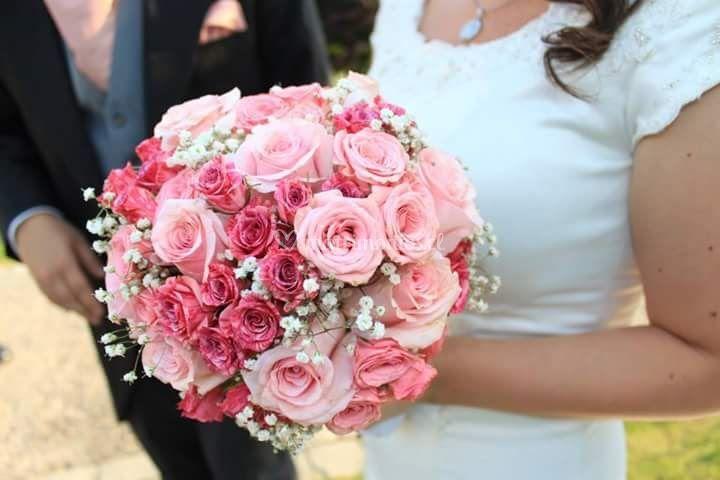 Ramo de rosas y minirosas