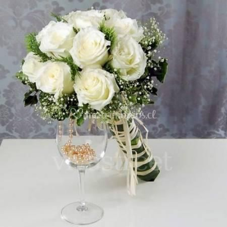 Bouquet rosas Blancas y perlas