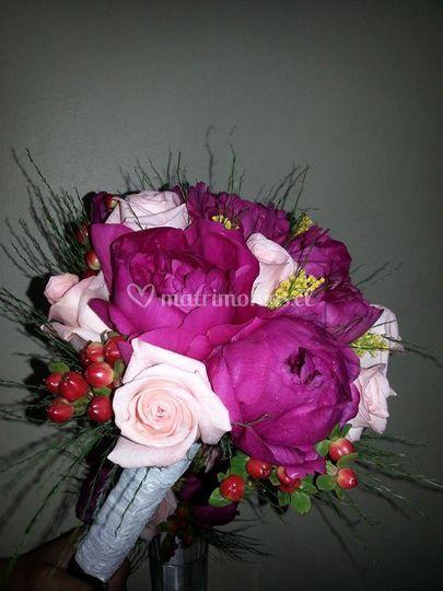 Ramo de peonias y rosas