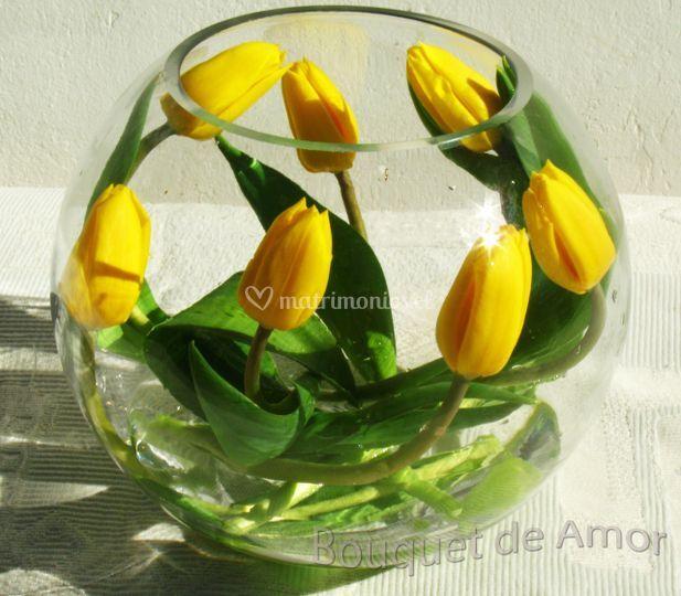 Cento de mesas tulipanes