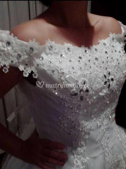 Detalle escote novia