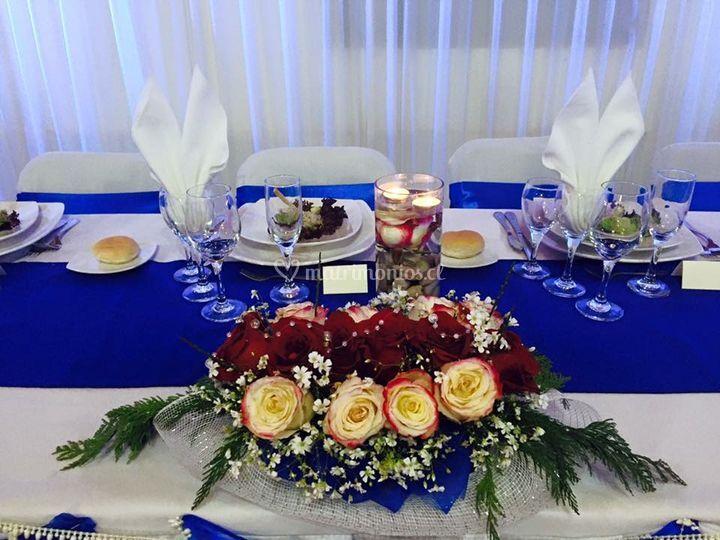 Decoración mesa principal boda