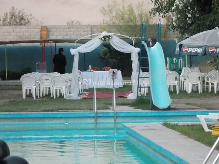 Matrimonio civil en piscina