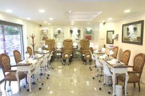 Magnifique Nails Spa & Boutique