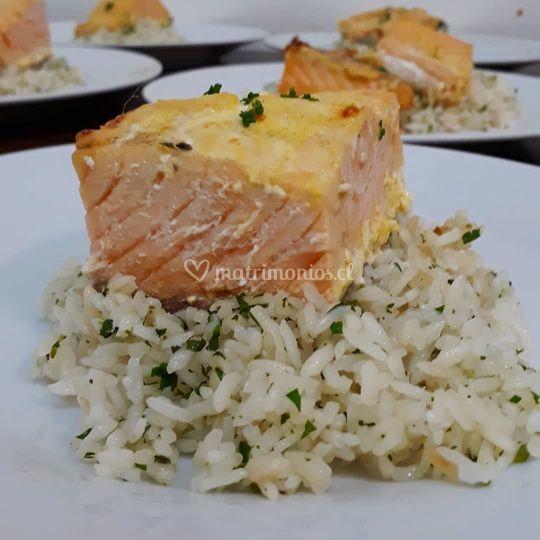 Salmon con salsa tari