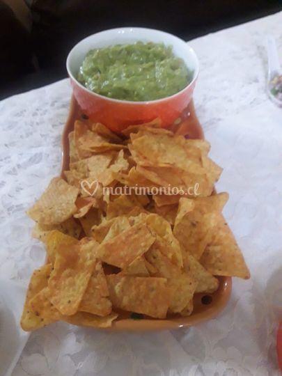 Nachos con guacamole de entrante