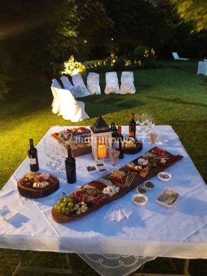 Mesa de vinos y quesos
