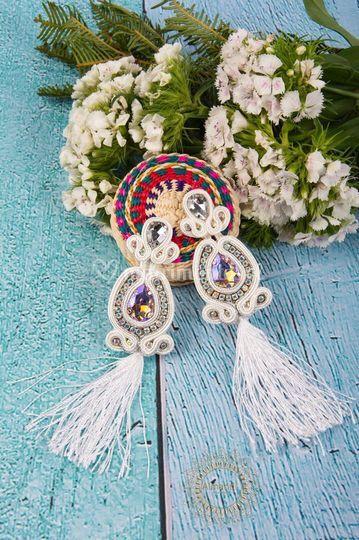Aros de seda y cristales