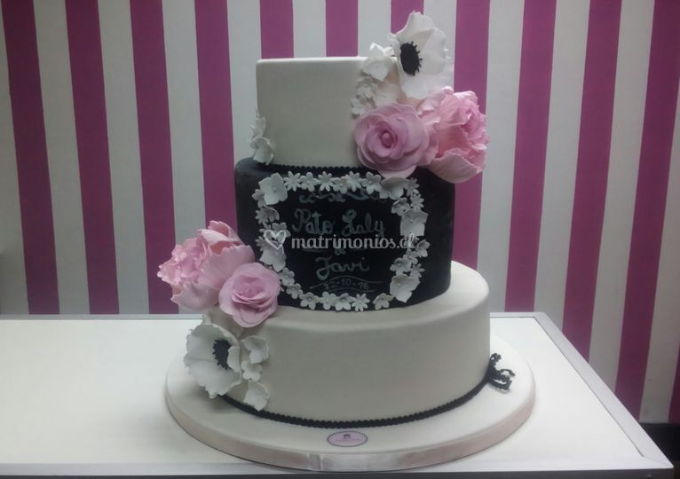 Torta estilo pizarra con flor