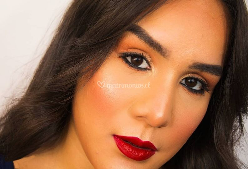 Maquillaje soft labios rojos