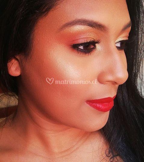 Maquillaje suave glam