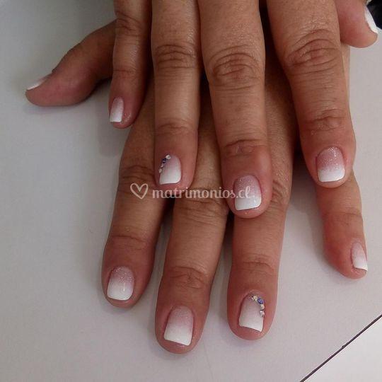 Esmalte permanente degrade blanco con cristales Swarovski