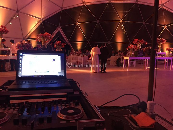 DJ e iluminación decorativa