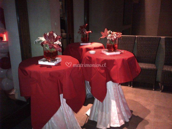 Mesas altas en rojo