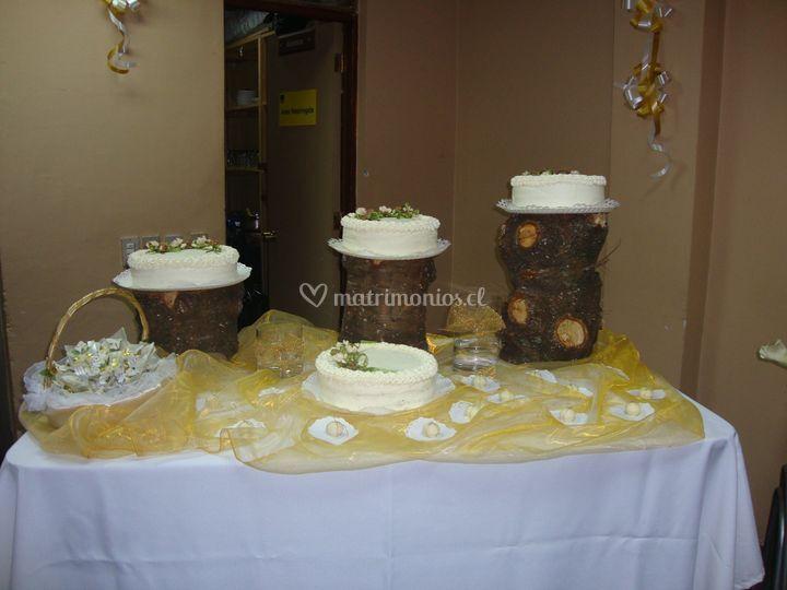 Torta de novios decorada en crema
