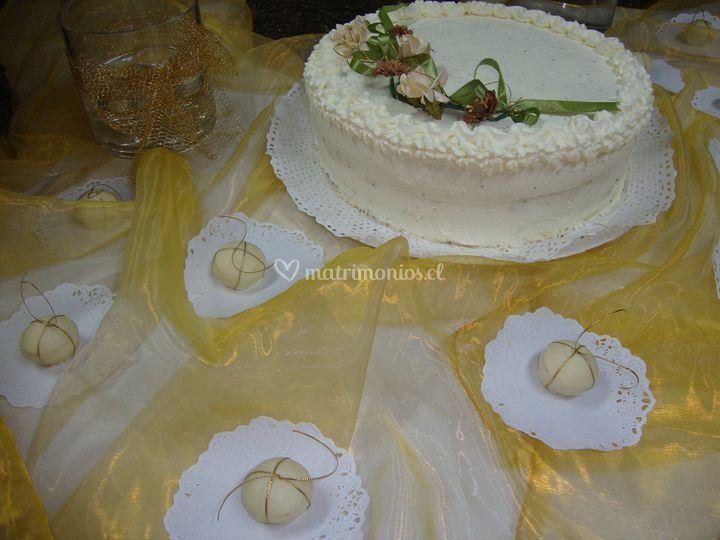 Torta bodas de oro decorada en crema