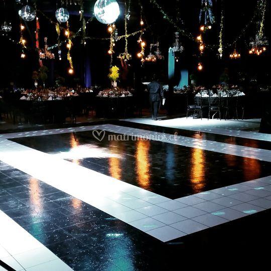 Pista de baile blanco y negro