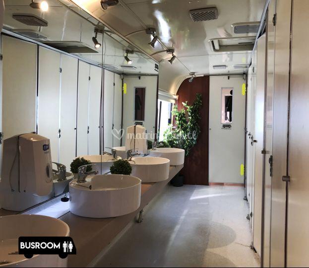 442a7f441e6a Amplio baño de mujeres de Busroom - Baños de lujo | Foto 2