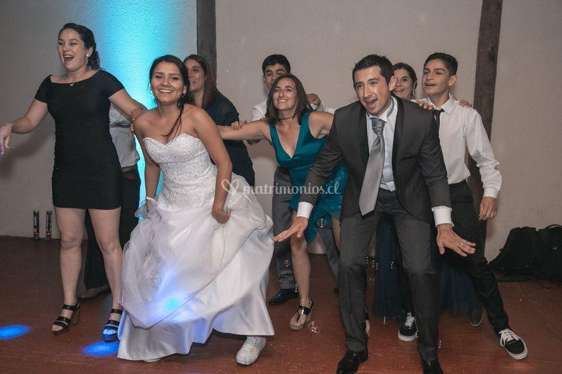 Baile de novios y primos