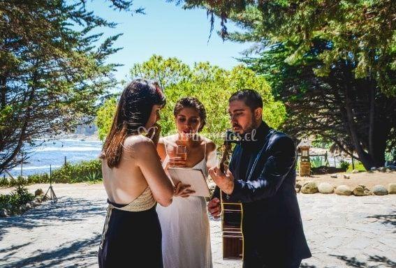 Ensayando canción con la novia