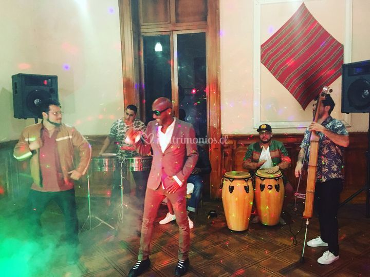 Mike y gente de la Habana