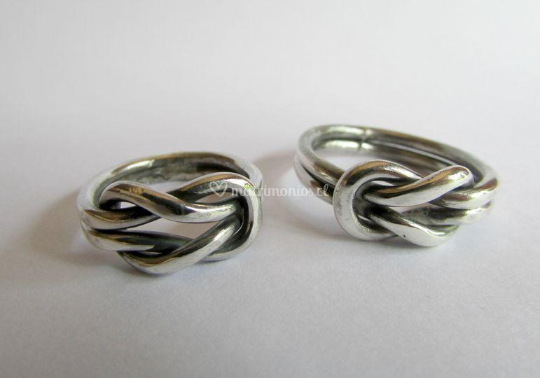 Argollas nudo llano en plata