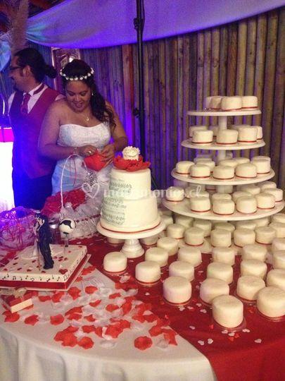 Novios y su pastel