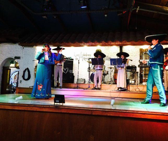 Performance mariachi el duelo