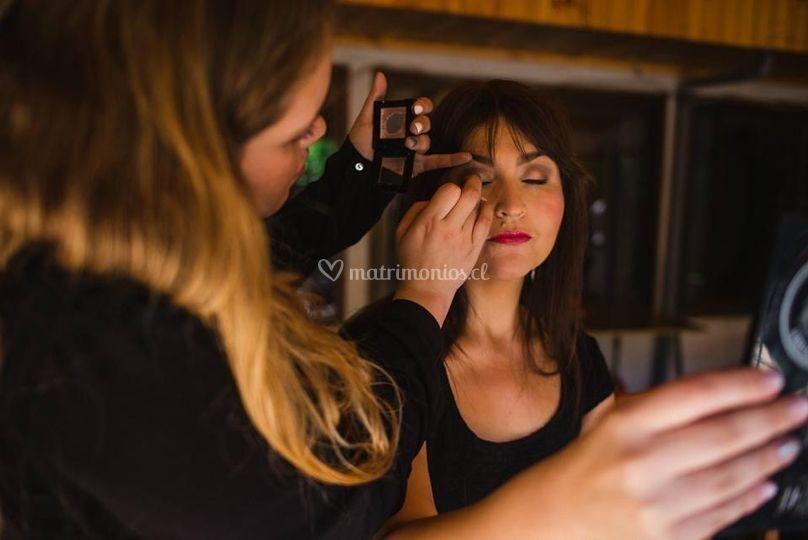 Maquillaje y peinado