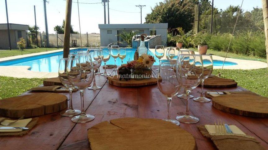 Almuerzo frente a piscina
