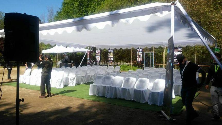 Toldo y sillas para ceremonia