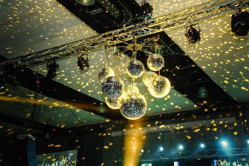 Iluminación y bolas disco