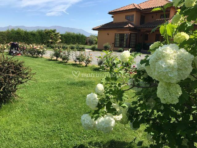 Casona y jardín