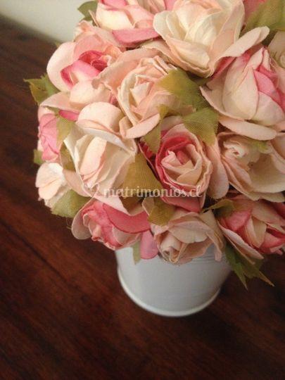 Maceta floral blanca