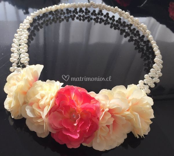 Corona novia floral y pedrería