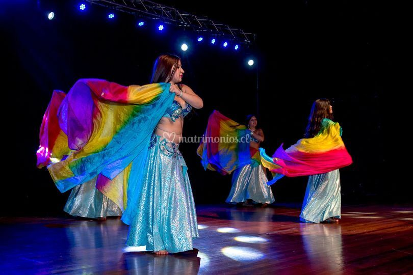 Danza árabe con velos