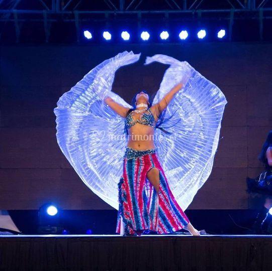 Danza árabe, alas de Isis
