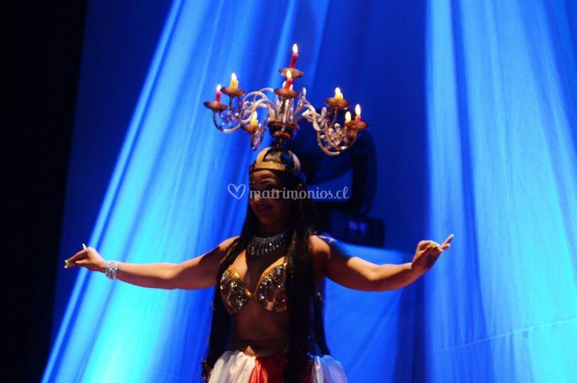 Danza con candelabro