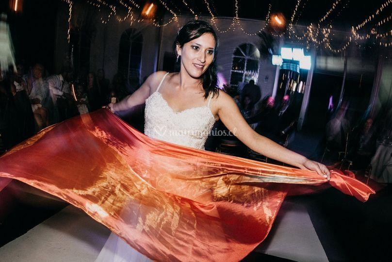 Novia bailando en su matrimoni