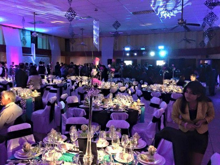 Iluminacion mesas de invitados