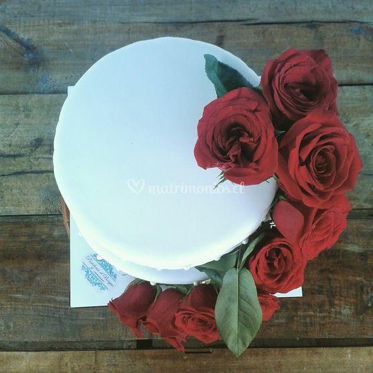 Torta con rosas natural