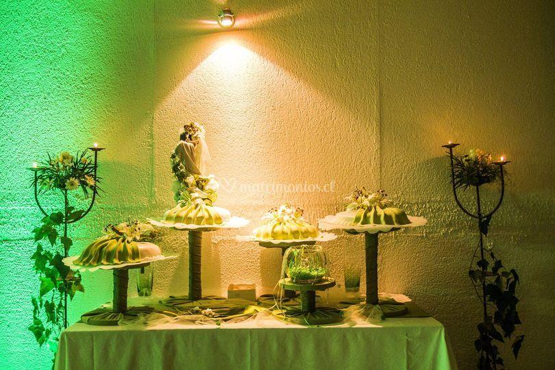 Mesa para la torta de novios