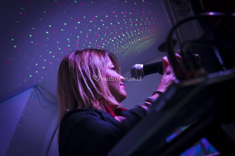 Pame Rousse - Cantante