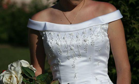 Detalles bordados en el corset