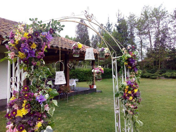Arco de flores colorido
