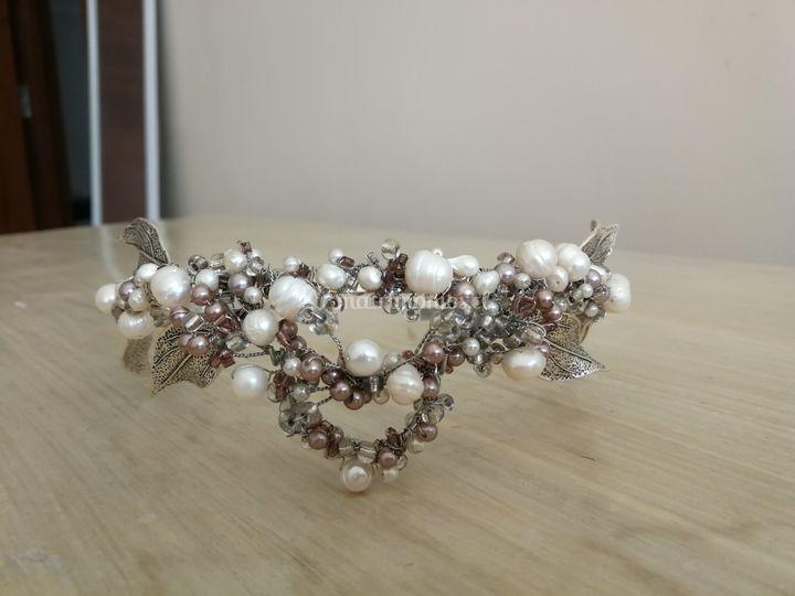 Tonos plateados y perlas